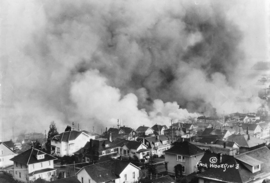 View of the 1922 fire that destroyed much of downtown Astoria.