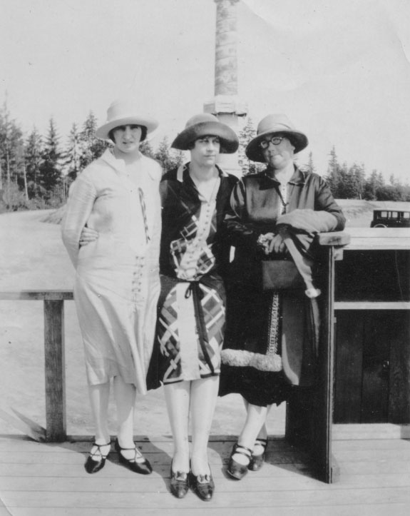 Visitors to the Column in late summer or early fall, 1926; Pusterla's progress on the mural can be seen in the background.